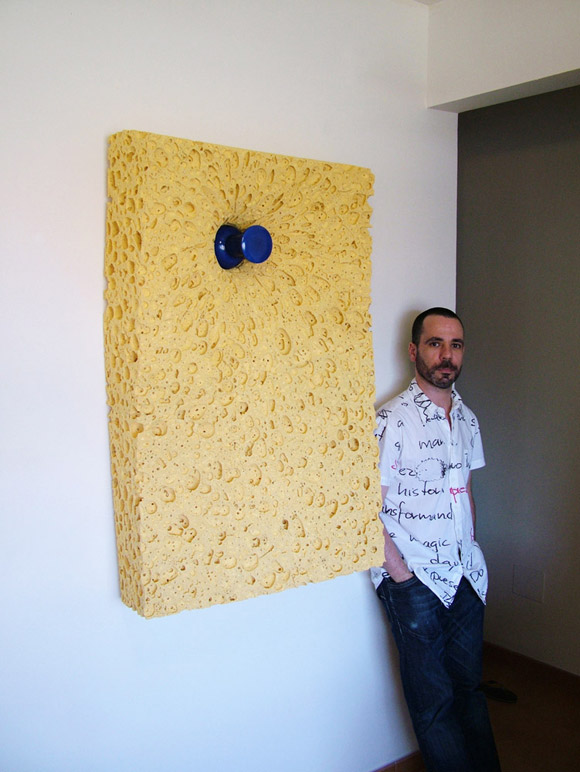 celdran sponge on wall1 Everyday Items Get Surprisingly Oversized