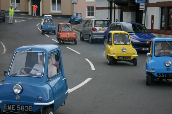 ultra small car 580x386 Worlds Smallest Cars   Peel Microcars